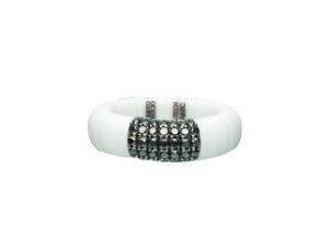Pura ring in white matte ceramic and black diamonds