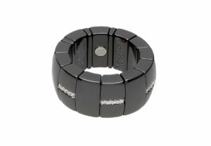 Domino black shiny ceramic ring with white diamonds