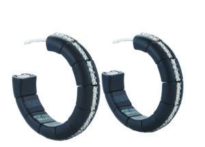 Pura orecchini in ceramica nera satinata e diamanti bianchi