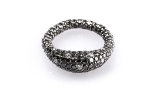 Gioconda stretch ring in 18k white gold and black diamonds