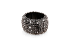Giotto, stretch ring in 18k gold with black and white spot diamonds