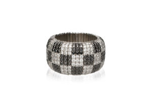 Giotto, stretch ring in 18k gold with black and white diamonds